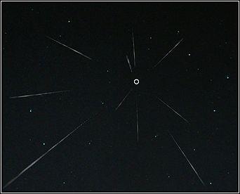 Радиант метеоритного потока указан кружком